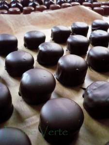 Bouchées de praliné croustillant  enrobées de chocolat à 70pc