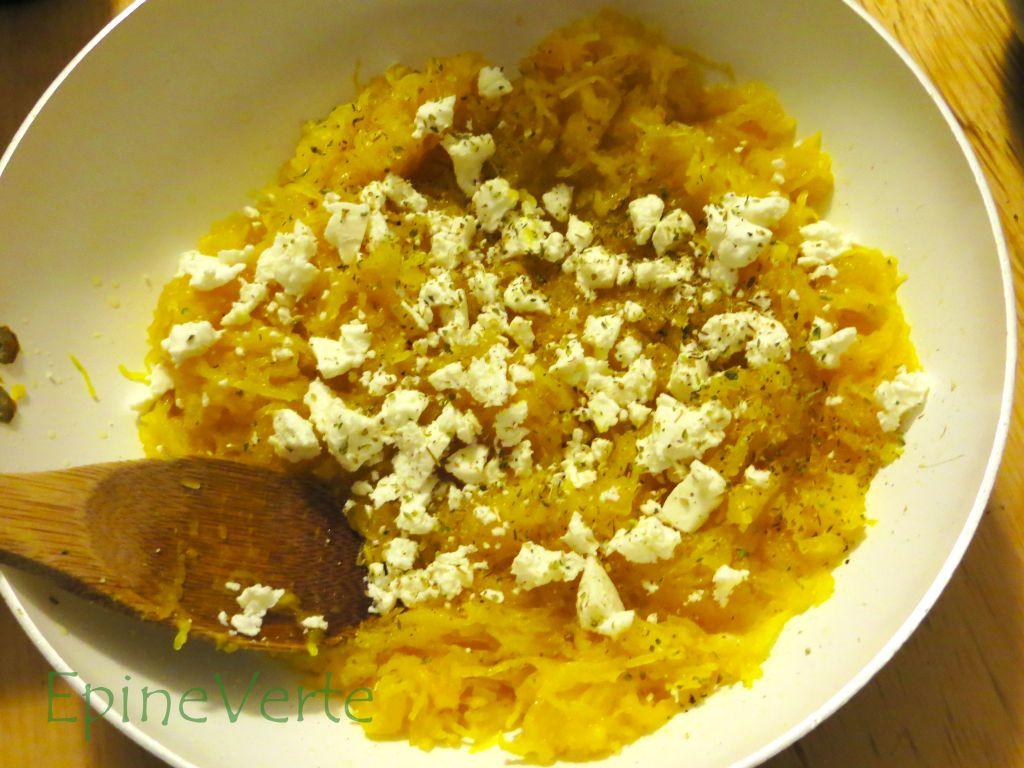 Courge spaghetti à l'huile d'olive, ail, citron et manouri