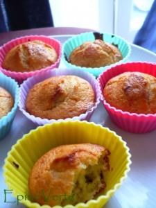 Muffins aux noix, dattes, yaourt, miel et gingembre.