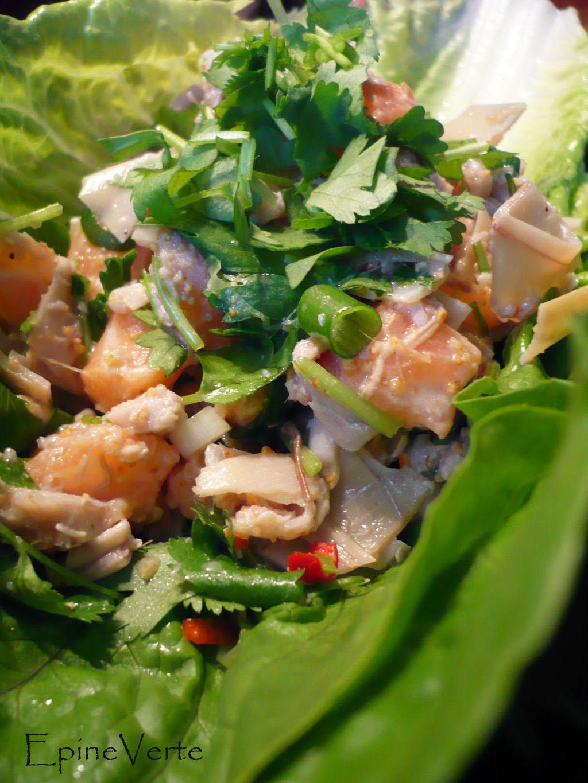 Salade de saumon cru à la fleur de banane.