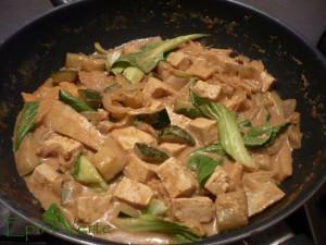 Curry jaune de tofu au bok choi